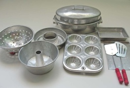 1950's Toy Bakeware Set